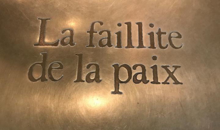 """""""la faillite de la pax"""" - """"il fallimento della pace"""" - targa, Memoriale di Caen, Normandia, Francia"""